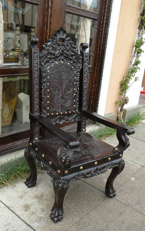 Isabellina armchair with hand tooled leather, hand carved wood